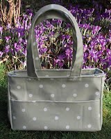ED0206 Peppermint Spotty Small Oilcloth Holdall