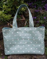 ED0126 Seafoam Spotty Medium Oilcloth Holdall