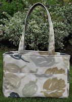 ED0219 Grey Leaves Medium Zipped Holdall