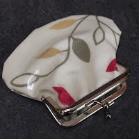 PS0081 Red and Green Leaves Oilcloth Purse