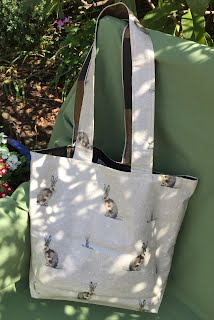 https://sites.google.com/a/handmadebymelinda.co.uk/handmadebymelinda/home/shop/bags/totes/tb0059-william-morris-type-print