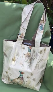 https://sites.google.com/a/handmadebymelinda.co.uk/handmadebymelinda/home/shop/bags/totes/tb0054-blue-birds-with-cages